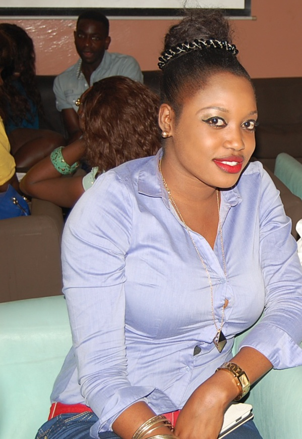 L'actrice Diodio Diaw montre ses seins