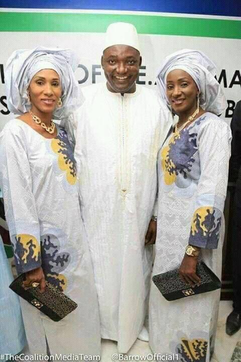 Le président Adama Barrow en compagnie de ses deux épouses