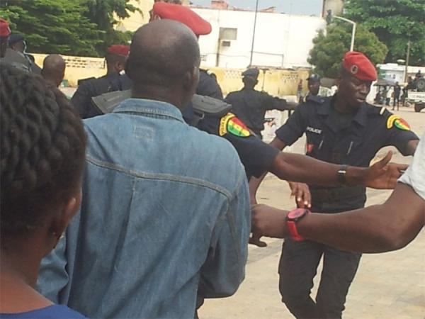 Insolite: la police interrompe une manifestation des pros Macky à Grand Yoff