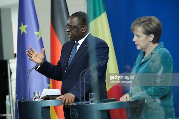 Rapatriement des Sénégalais vivant en Allemagne: Macky aurait reçu des milliards d'Angela Merkel