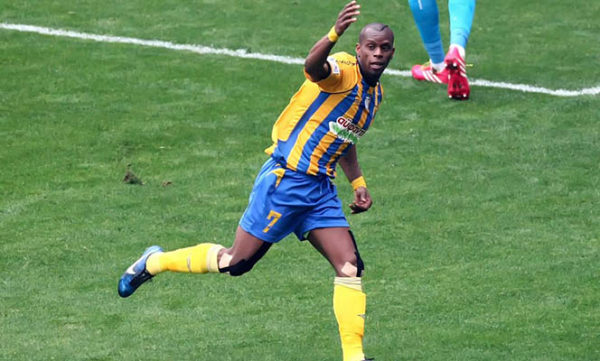 Gréce : A 39 ans, le Sénégalais Henri Camara inscrit son 10e but