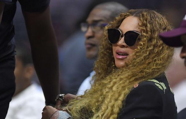 Les fans de Beyoncé se sentent arnaqués... Les Kardashian virent leur styliste...