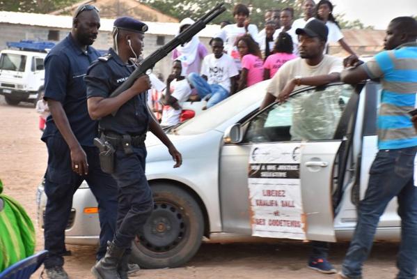 Photos: Echanges de propos houleux entre la garde rapprochée de Barth et la police