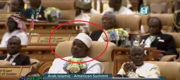 Le président Gambien Adama Barrow, a confondu sommet et sommeil