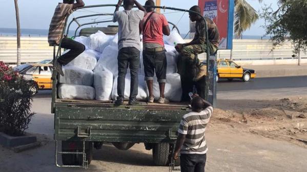 POPONGUINE: Marieme Faye Sall offre une tonne de tee-shirts aux pélerins