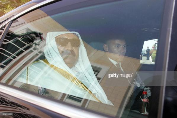 Un collaborateur de Karim Wade arrêté  à l' Aéroport LSS:  Il détenait des documents bancaires et 3 valises avec des insignes officiels du Qatar
