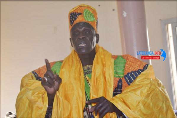 Le Jaraff Youssou Ndoye roule avec un véhicule sans immatriculation