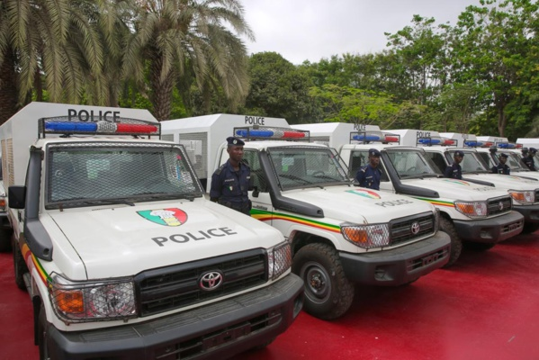 Photos: Le président Sall renforce les capacités opérationnelles de la police