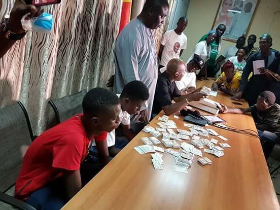 Scandale du siècle: 1000 cartes saisies entre les mains de deux jeunes à Dakar