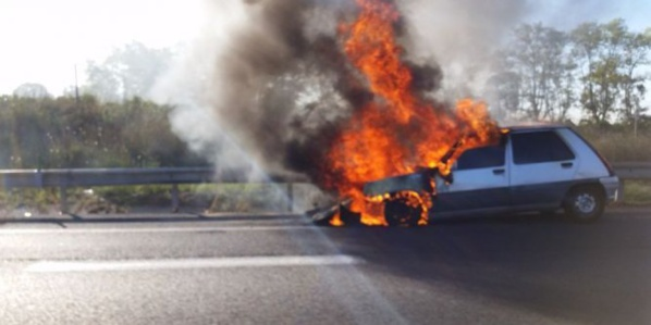 Urgent: Une voiture prend feu sur la corniche