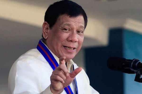 Aux Philippines, le président félicite la police pour avoir tué 32 personnes en une journée