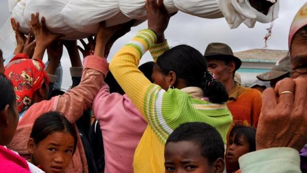Madagascar: le «famadihana», ou le «retournement des morts»