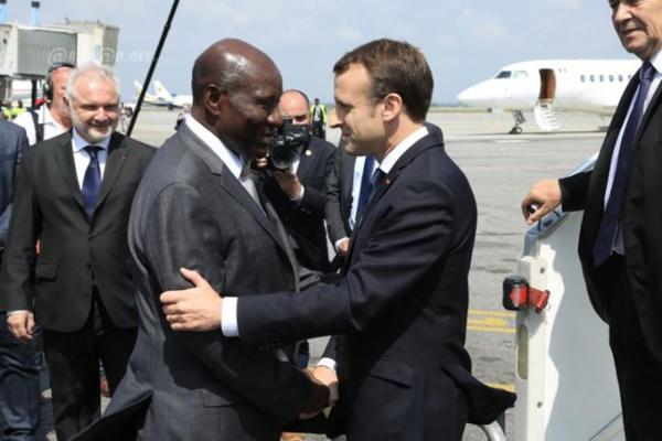 Réplique: Emmanuel Macron reçu par un simple vice président Ivoirien