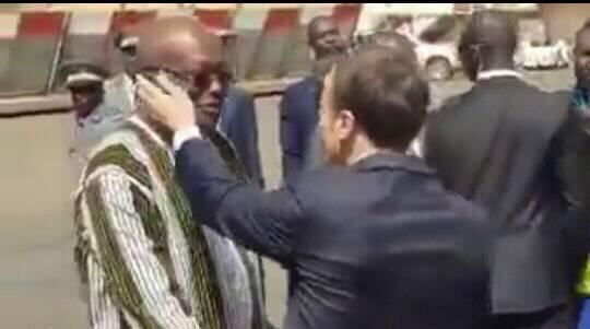 Le vilain geste de Macron sur le président burkinabé