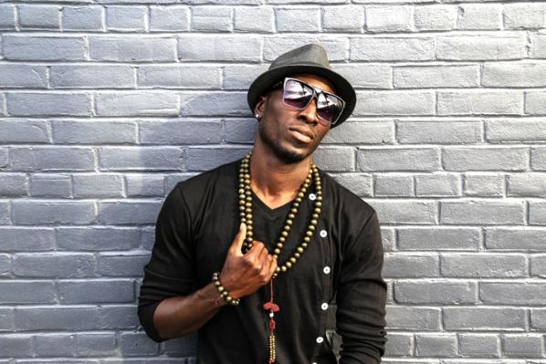 Qui est Léon Bassene, ce chanteur Sénégalais qui cartonne aux Etats Unis ?