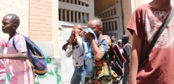 URGENT: la police balance des grenades lacrymogènes dans une école de Mbacké. Plusieurs élèves évacués