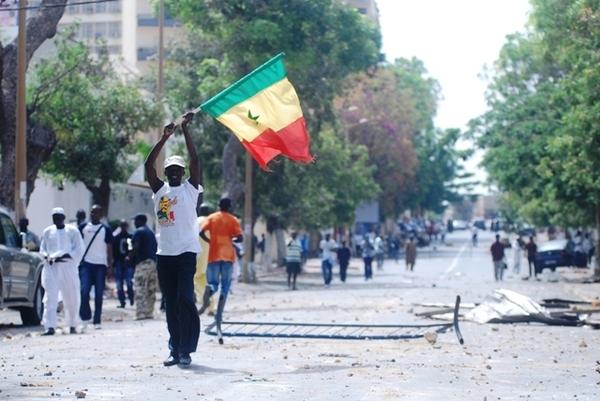 Place Soweto, jeudi 19 avril: un bréviaire du manifestant circule entre les internautes