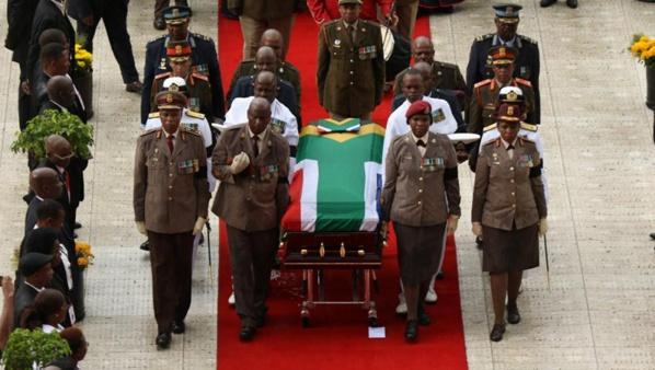 Funérailles de Winnie Mandela: bataille en coulisses entre l'ANC et la famille