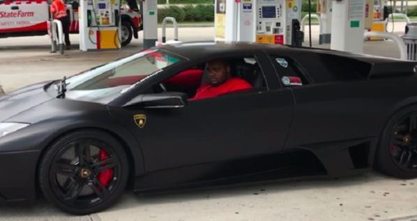 Non, la personne à bord de cette Lamborghini n'est pas le fils du Président Sall