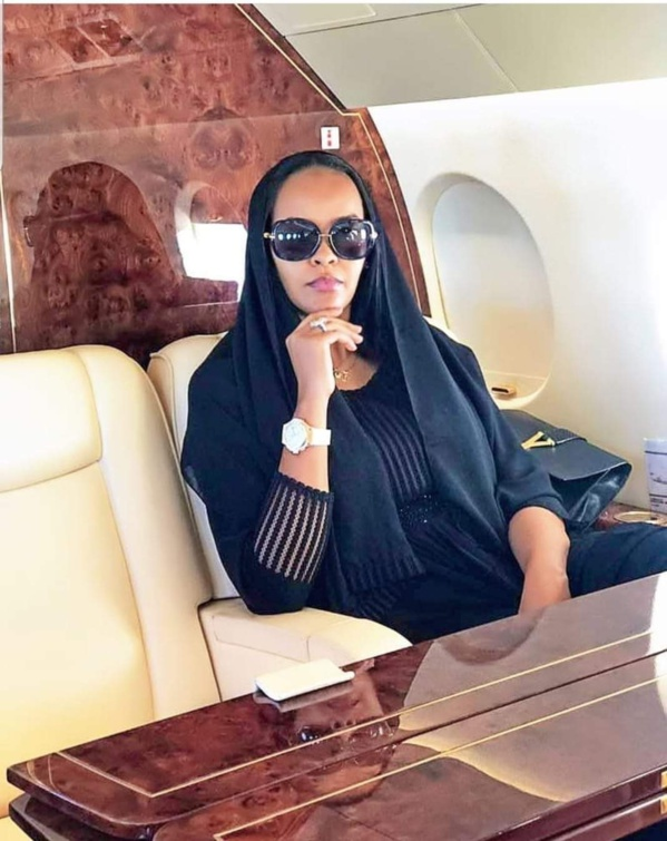 Karina Tavares dans un jet pour à Dakar
