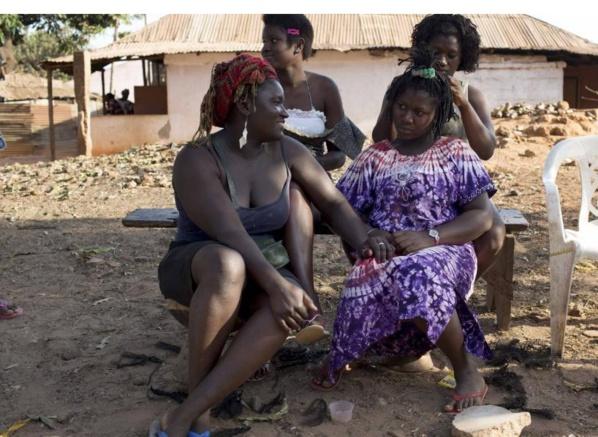 """Vidéo: En Guinée Bissau, les femmes sont toutes naturelles, elles n'aiment pas le """"Khessal"""""""