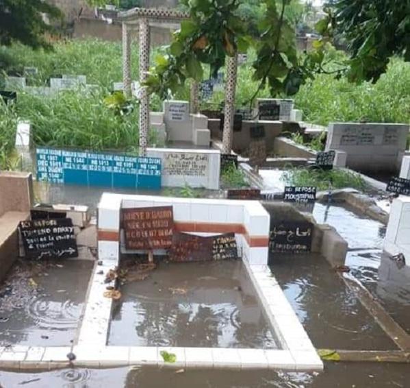 Cimetière de Pikine : L'eau envahit les tombes