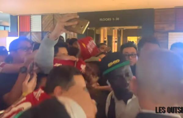 VIDÉO : Arrivée des lions, Sadio Mané accueilli en héros à Singapore pour le match contre le Brésil