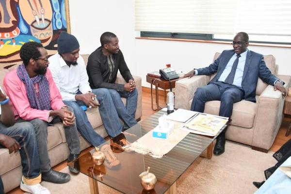 Les membres de Y'en à Marre reçus par le ministre de la santé et de l'action sociale...