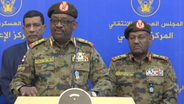 Le ministre soudanais de la Défense décède lors de négociations...