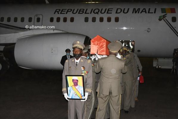 Arrivée à Bamako de la dépouille du président ATT