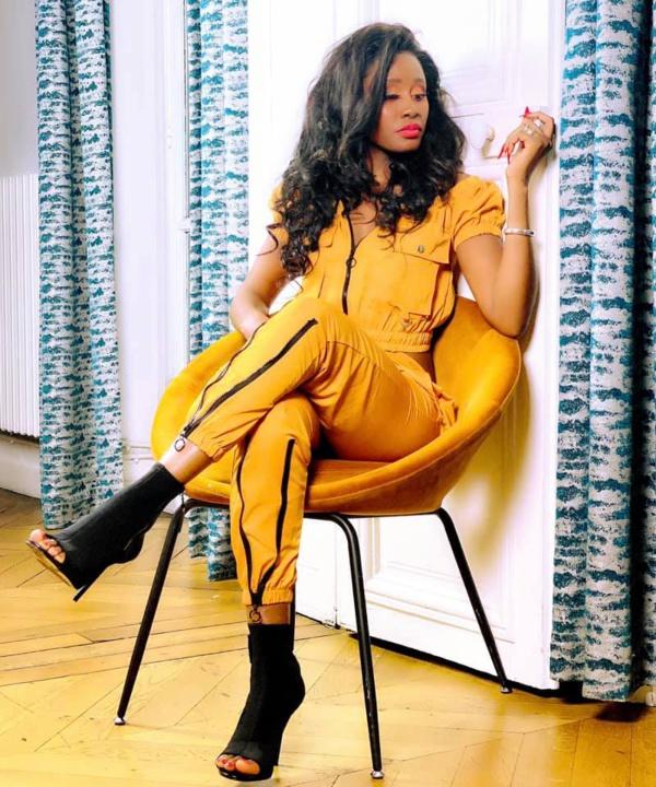 L'ex chanteuse, Queen Biz envoie un message à ses fans