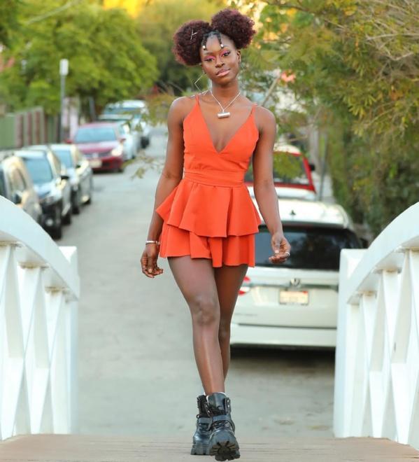 Diarra Sylla dans les rues de Californie avec sa robe s£xy