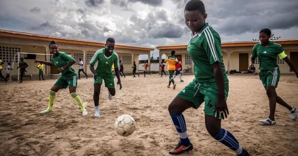 Congé maternité pour les footballeuses : la FIFA tranche !