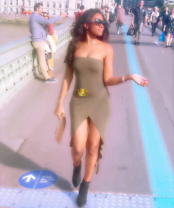Une balade de la chanteuse Queen dans une avenue de London Bridge