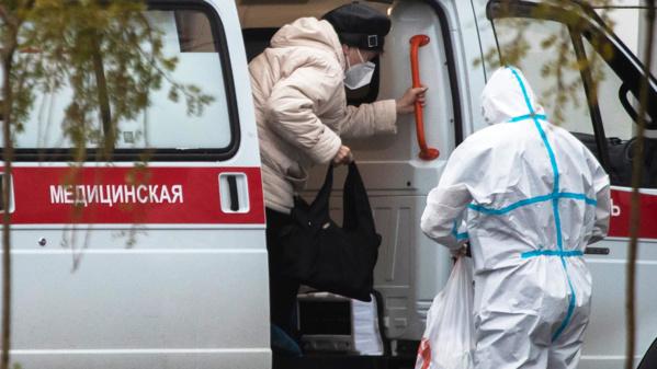 Russie: le bilan des décès liés au Covid-19 multiplié par trois