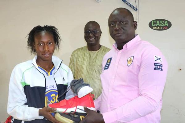 Apres les équipes de football du Sud, le président Seydou Sané équipe l'équipe féminine de CEMT basketball