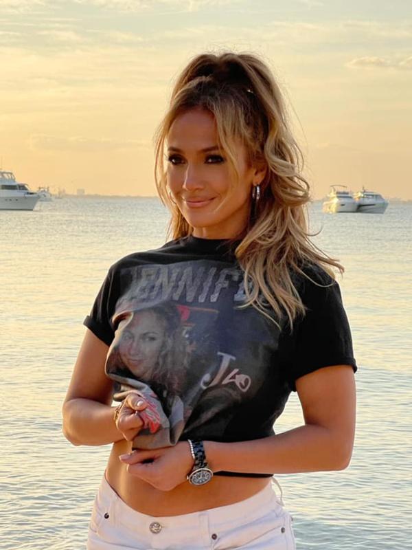 Jennifer Lopez fête ses 20 ans de musique