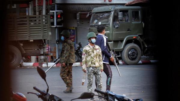 Face à la multiplication des arrestations nocturnes, les Birmans s'organisent