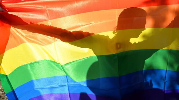 Royaume-Uni: les services secrets présentent des excuses aux homosexuels