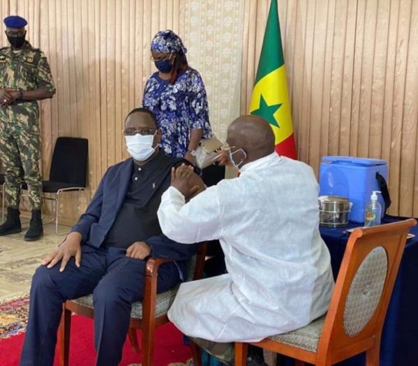 Covid-19 : Le président Macky Sall s'est fait vacciner