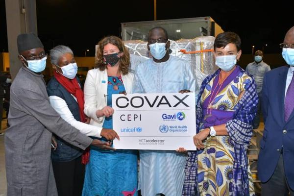 """En attendant les 324 000 doses """"Covax"""", le lot de seringues est déjà à Dakar"""