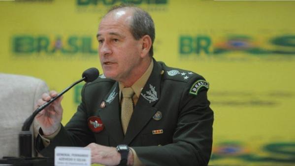Brésil: le ministre de la Défense claque la porte
