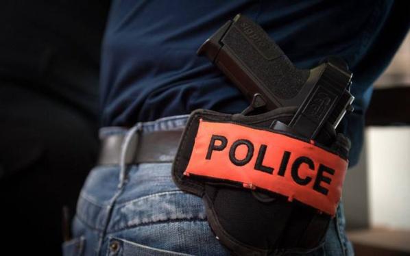 Un policier viole une femme dans un commissariat