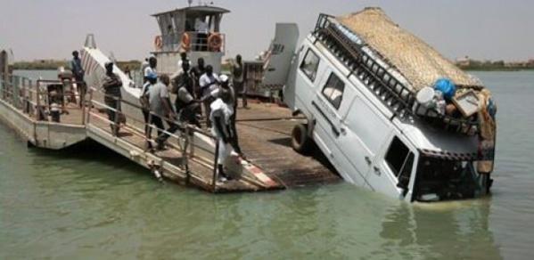 Rosso Sénégal: un minicar chute du bac et tombe dans le fleuve