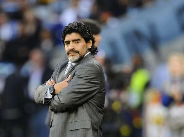 """Argentine: Maradona a agonisé, """"abandonné à son sort"""" (experts médicaux)"""