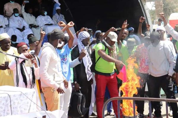 Lutte contre l'homosexualité : Le drapeau LGBT brulé au Sénégal