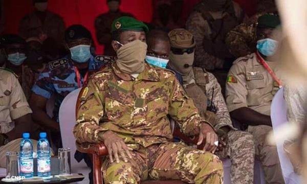"""Mali : Les militaires accusent le Président de la transition et son PM d'être des """"pros français"""""""