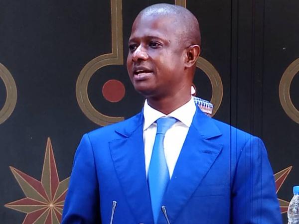"Le Magazine ""Jeune Afrique"" traite Antoine Diome, de "" sniper ""  de Macky Sall"