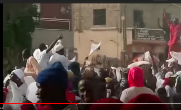 Oumar Guèye chassé à coups de pierres à Keur Ndiaye Lô (VIDÉO)