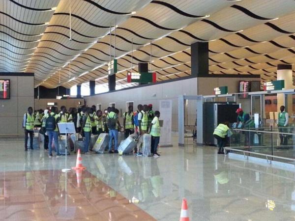 Trafic de migrants à l'AIBD: 102 faux passeports saisis, un policier et un agent d'Air Sénégal arrêtés